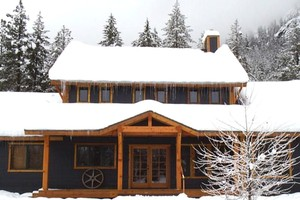 Lodge Cabin in Mountains near North Cascades National Park
