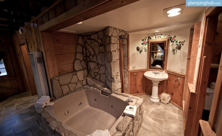 Honeymoon Cabin With Hot Tub Near Lake Arrowhead California