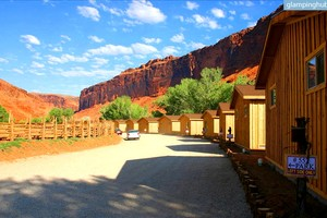 Stunning Cabins by Red Rock Cliffs, Utah
