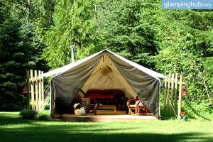 Luxury Tent The Red Snowshoe Glamping, Canada