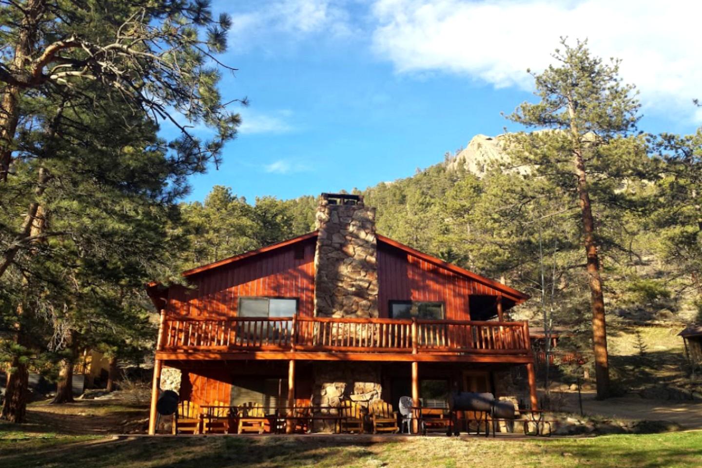 group cabin near rocky mountain national park