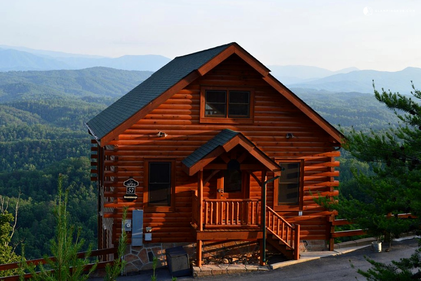 Photo of Beautiful Cabin with Scenic Views over Smoky Mountains, Tennessee