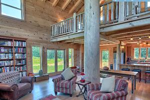 Beautifully Renovated Barn With Private Hot Tub in Hocking Hills of Ohio