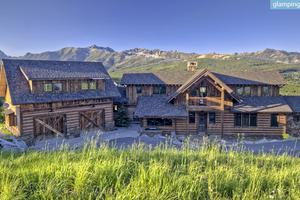 Luxurious Lodge with Breathtaking Views near Yellowstone in Big Sky, Montana