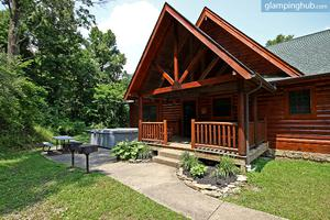 Grand Nature Lodge for Large Groups in Hocking Hills, Ohio