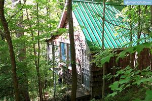 Solar-Powered Tree House in the Canadian Woods near Toronto, Ontario