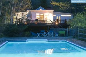 Deluxe Cottage with Private Outdoor Pool and Jacuzzi in Woodstock, New York