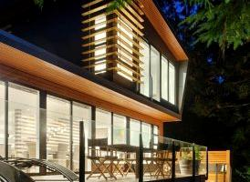 Deluxe, Modern Cabin Overlooking Silver Lake in Washington State