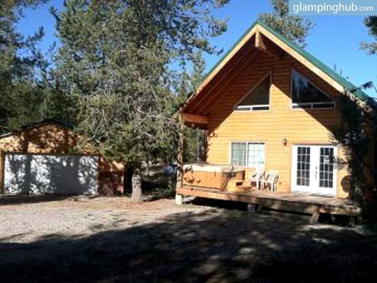 Glamping couples getaway yellowstone for Jackson hole wyoming honeymoon cabins