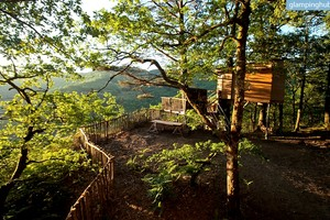 Lovely Eco-Friendly Treehouses Overlooking Breathtaking Views of the Dordogne River, France