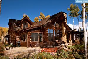 Inviting, Upscale, Wood Cabin with Quick Skiing Access near Avon, Colorado