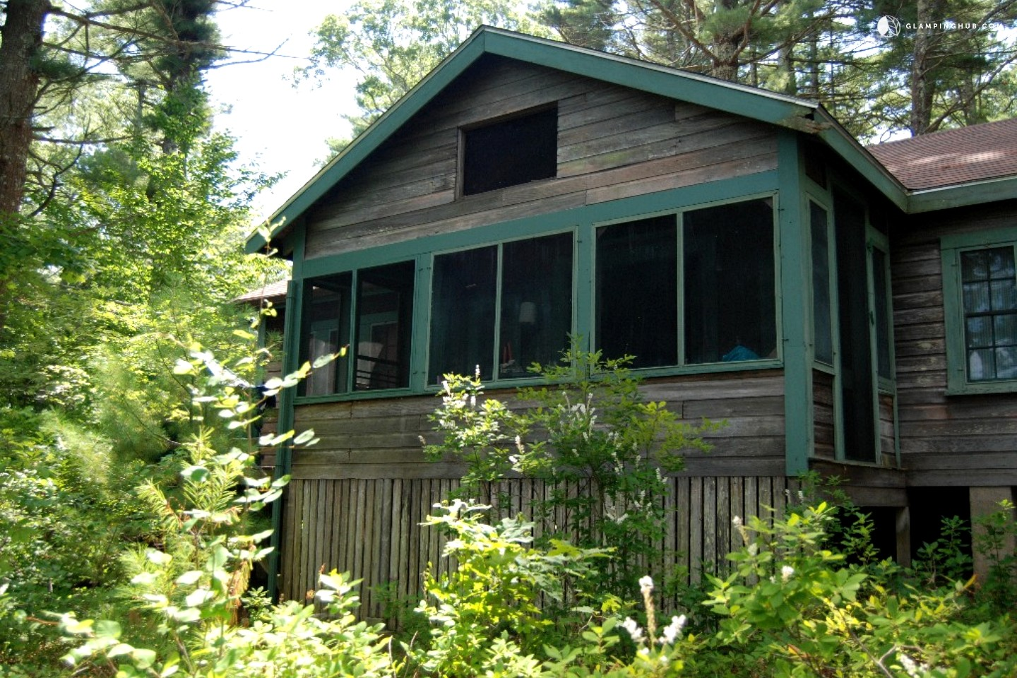 Large lakeside cottage perfect for families near boston for Perfect cottage