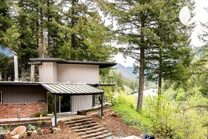 Peaceful Forested Bed and Breakfast by McKenzie River near Portland