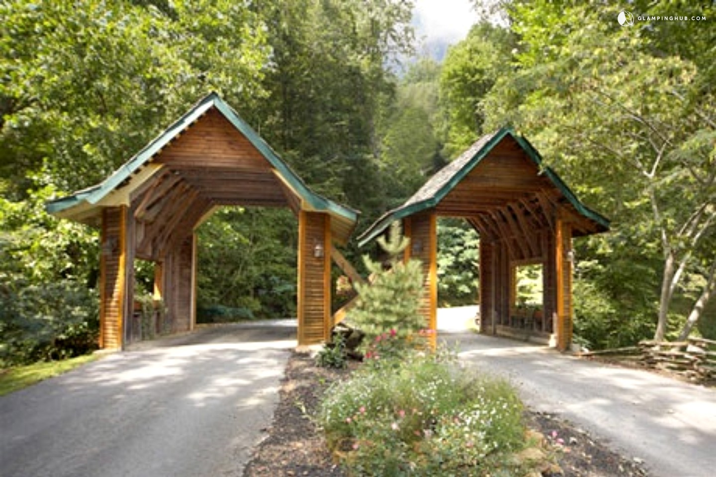 Log cabin rental near knoxville for Great american log homes