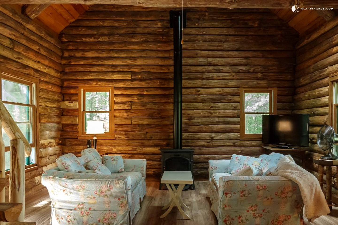 Cabin rentals in ny lakefront log cabin rental in for Anthony lakes cabin rentals