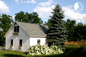 Peaceful Homey Cottage Accommodation on Scenic Farm near Albany