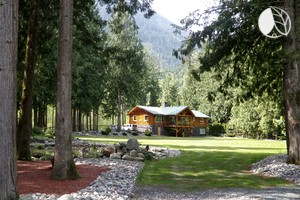 Romantic Riverfront Cabin Rental with Hot Tub near Abbottsford, British Columbia