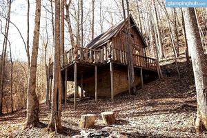 Spacious Cabins With Sunny Views of Woods, Hills and Cliffs in Kentucky