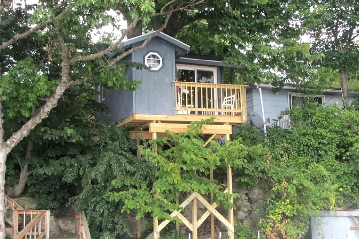 Stunning tree house cabins overlooking cayuga lake new york for Treehouse cabins aurora ny