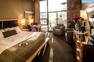 Luxurious Suites with Ocean Views, Perfect for Weddings, in Brentwood Bay, British Columbia