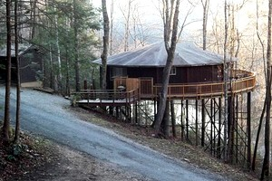 Tree House along Lake Cumberland Shores, Kentucky
