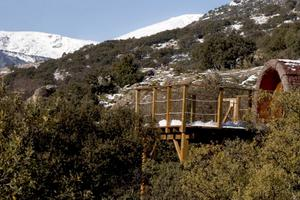 Treehouse Getaway near Mountains North of Madrid