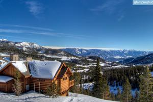 Upscale Ski Rental with Private Hot Tub in Montana