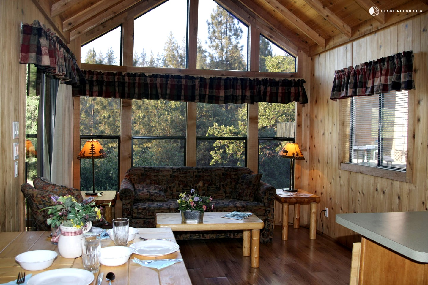 Cabin vacation rentals near yosemite national park for Groveland ca cabin rentals