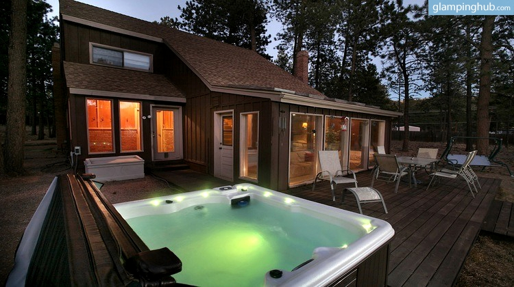 Cabin with hot tub near colorado springs for Cottages with sauna and hot tub
