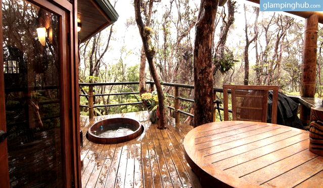 Tree House On Big Island Hawaii Near Volcano