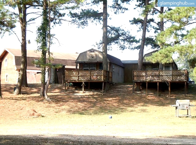 Fully Equipped Riverside Lodges with Hot Tubs, Arkansas