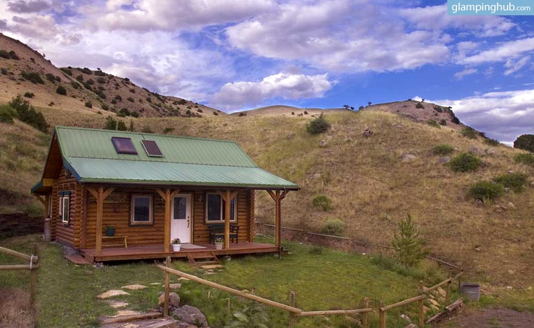 luxury cabin in yellowstone park in montana