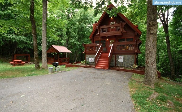 Luxury cabin tennessee for Cabin in gatlinburg with hot tub