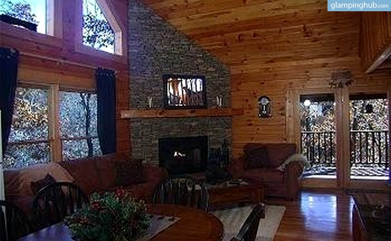 Dog friendly cabin rental tennessee for Cabin in gatlinburg with hot tub