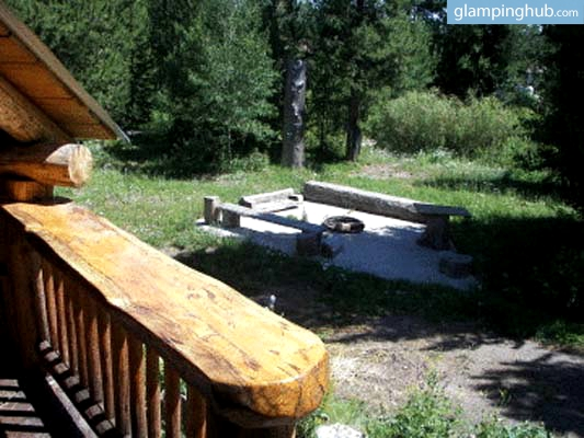 Luxury wood cabin rental yellowstone for Log cabins in yellowstone national park