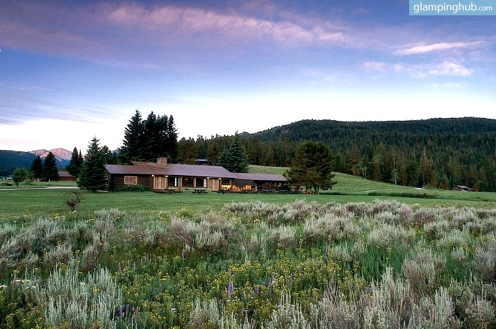 Luxury cabin rentals in west yellowstone luxury camping for Yellowstone cabins west yellowstone